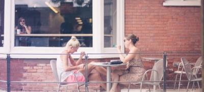 Drugarice, ako ti za kafu sa drugaricama treba dozvola od dečka, odmah raskini!