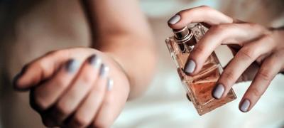 """Nemojte da se """"kupate"""" u njemu – 5 pravila za nanošenje parfema koja primenjuju Francuskinje"""
