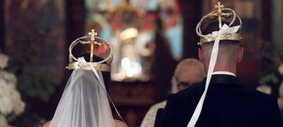 Dа li znate šta simbolizuju predmeti prisutni na venčanjima u crkvi?